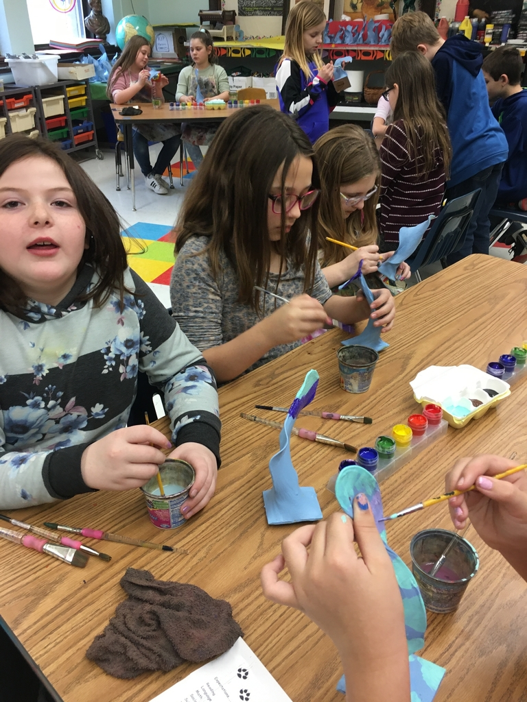 4th grade Art students working on their 3-D organic sculptures.